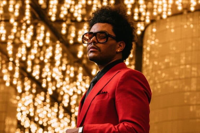 "The Weeknd – ""Blinding Lights"" in Dark Times"